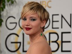 Jennifer Lawrence just wants a drink backstage at Golden Globes Jennifer Lawrence Golden Globes, Jennifer Lawrence Movies, Pixie Hairstyles, Short Hairstyles For Women, Pixie Haircuts, Mario, Blonde Pixie Cuts, High Cheekbones, Face Shapes