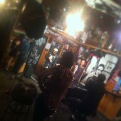 Avenged Sevenfold durante la sesión de fotos en Johnny's Saloon