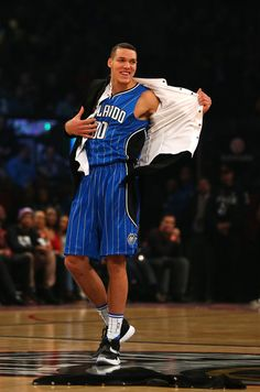 Aaron Gordon Photos Photos - Aaron Gordon of the Orlando Magic is introduced in the Verizon Slam Dunk Contest during NBA All-Star Weekend 2016 at Air Canada Centre on February 13, 2016 in Toronto, Canada. NOTE TO USER: User expressly acknowledges and agrees that, by downloading and/or using this Photograph, user is consenting to the terms and conditions of the Getty Images License Agreement. - Verizon Slam Dunk Contest 2016