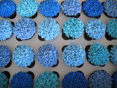 blue cupcakes- love, they look like hydrangeas
