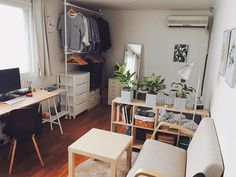 Cute apartment decor ideas small apartments best tiny on decorating bedroom idea . Appartement Design Studio, Studio Apartment Design, Studio Apartment Decorating, Small Apartment Interior Design, Studio Apartment Furniture, Studio Apartment Divider, Studio Design, House Furniture, Small Apartment Bedrooms