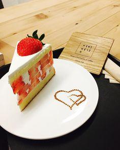 #커피명가 #딸기케이크 #새그럽다 #그래도 #맛있네 #먹스타그램