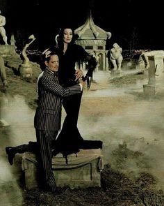 The Addams Family - Anjelica Huston & Raul Julia The Addams Family, Adams Family Morticia, Addams Family Values, Tim Burton, Theme Halloween, Halloween Costumes, Halloween 2018, Spooky Halloween, Los Addams