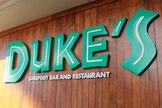Dukes Barefoot Bar in Waikiki Dukes Waikiki, Hawaii Vacation Tips, Hawaii Travel, Dukes Restaurant, All About Hawaii, Keep Calm, Chart House, Senior Trip