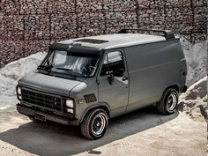 This is by far one of my favorite looks! If I ever find one for sale this is the goal! Chevrolet Van, Chevy Van, Jeep Truck, Cool Trucks, Pickup Trucks, Vans Vw, Gmc Vans, Van 4x4, Transporter T3