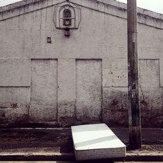 Una siesta. Objetos Olvidados #BellezaImperfecta #Bogotá #Calle #Urbano #Deriva #Cultura #Virgen #Cama