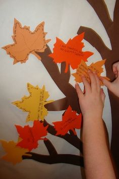 Thanksgiving Tree ~ this is a great idea for November! Thanksgiving Tree, November Thanksgiving, Thanksgiving Activities, Autumn Activities, Thanksgiving Decorations, Autumn Crafts, Holiday Crafts, Holiday Fun, Fun Crafts