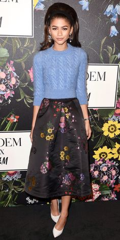Zendaya made heads turn while wearing a spanking new top, skirt, and earrings from the H&M x Erdem collection and white Casadei pumps. Mode Zendaya, Zendaya Outfits, Zendaya Style, Skirt Outfits, Zendaya Fashion, Blue Outfits, Fall Outfits, Celebrity Casual Outfits, Celebrity Dresses