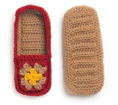 Bir kare motif ve dikdörtgen parçadan oluşan çok kolay ve güzel bir örgü … A very easy and beautiful knit home shoe model consisting of a square motif and a rectangular piece attracted my attention in terms of being both beautiful and very easy. Crochet Sole, Crochet Slipper Pattern, Knit Crochet, Crochet Patterns, Crochet Granny, Knitted Slippers, Knitted Gloves, Granny Square Slippers, Crochet Woman
