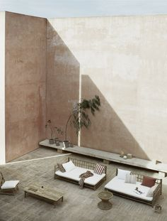 Spending Sunday night catching up on good design. As the weather is beginning to heat ☀️ up, I can't stop thinking about the Neuendorf House in Mallorca, Spain by John Pawson posted by 😍. Slow Design, John Pawson, Patio Interior, Interior Exterior, Outdoor Spaces, Outdoor Living, Architecture Design, Architecture Courtyard, Courtyard Design