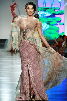Kebaya in pastel color by Anne Avantie