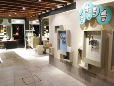Handay make a wish, wonderful self service gelato store in Venice (Italy). The shop features six BV 252 PM.