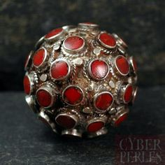 Coral and sterling silver big nepalese bead (26 mm)  Perle tibétaine ronde argent 925 et corail (26 mm)