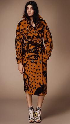 Burberry Prorsum Womenswear Autumn/Winter 2014 show | Burberry