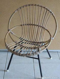 Twee van deze rotan stoeltjes had ik met een rotan tafeltje erbij met een ondoorzichtige glasplaat..
