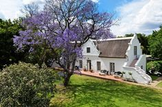 Manor house of old farm near Cape Town, SA. South African Homes, African House, Cape Dutch, Dutch House, Global Home, Provence Style, Architectural Features, Country Estate, Old Farm