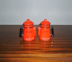 $15      Vintage 1960s Teapot Shaped Orange and Black Salt and Pepper Shakers / Retro Ceramic Pair of Salt and Pepper Shakers by V1NTA6EJO