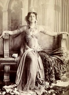 Mata Hari was said not to be beautiful by many people, but no one could deny her apsolute elegance and style.