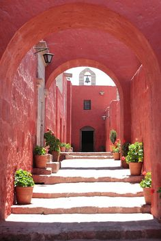 hyperpink. Monasterio de Santa Catalina, Arequipa, Perú.  It is an amazingly colourful complex of buildings, wonderfully restored with the aid of Cooperación Española after a disastrous hearthquake.