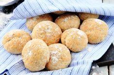 Glutenfrie og lavkarbo rundstykker. Passer perfekt til frokost og lunsj med ditt favoritt pålegg.