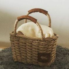 余ったループでミニカゴ〜!! #ループ#ラタン#craft#ecocraft #basket #ハンドメイドカゴ #handmade #handmadbasket#handmadebag #カゴ#カゴバッグ#basket#basketbag#牛革#レザー  花結びの編み方をyoutubeにアップしています。 I uploaded how to make hanamusubibaskets in youtube