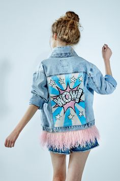 """Denim jacket """"Wow"""" of gently blue color. 100% COTTON. Hand painted, decorated with detachable ostrich feathers of pink colour.Woven label in organic cotton.NOT VINTAGE JACKET!"""
