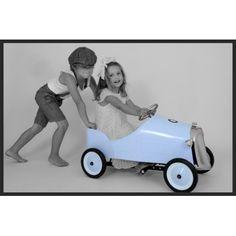 """Une magnifique voiture à pédales """"de collection"""" inspirée des années 30 pourvos enfants ! Cette voiture délicieusement rétro de la marque Brulino, possède un volant en chrome ainsi que des roues en métal avec pneus tendres en caoutchouc, une calandre chromée et deux phares. Les pédales sont ajustables avec 3 positions disponibles. Dimensions : 95 cm de long, 43 cm de large, 55 cm de haut. Poids :10 kilos La voiturepeut être utilisée à l'intérieurcomme à l'extérieur. Age recommandé… Baby Strollers, Toys, Children, Creative, Car, Collection, Toy, Blue, Automobile"""