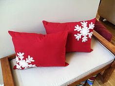 Snowflake pillows made from place mats! Cheap and easy! Holiday Ideas, Christmas Ideas, Fall Carnival, Floor Pillows, Throw Pillows, Christmas Craft Fair, Felt Crafts Diy, Place Mats, Craft Fairs