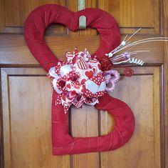 Valentine Wreath, Valentines' Decor, Double Heart door Wreath by WEEDsByRose on Etsy Valentines Day Weddings, Valentine Day Wreaths, Valentine Decorations, Valentine Heart, Valentine Crafts, Printable Valentine, Homemade Valentines, Valentine Ideas, Tree Topper Bow