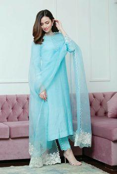Simple Pakistani Dresses, Indian Gowns Dresses, Indian Fashion Dresses, Dress Indian Style, Pakistani Dress Design, Indian Designer Outfits, Stylish Dresses For Girls, Stylish Dress Designs, Designs For Dresses