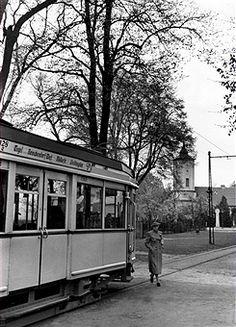 Berlin 1938 BVG Strassenbahn in Heiligensee,im Hintergrund die Dorfkirche