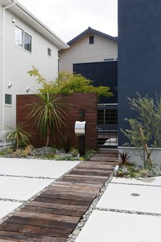 a beautiful walkway will transform your backyard, will direct the garden wanderings, lead to important points from your garden and make it easier to control and organize. Path Design, Garden Design, Design Ideas, Exterior Design, Interior And Exterior, House Entrance, Japanese House, Garden Styles, Garden Paths