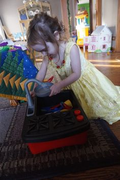 Little Tikes Splish Splash Sink & Stove {Review} (& Giveaway Ends 1/26) Real running water! http://momandmore.com/2015/01/little-tikes-splish-splash-sink-stove.html#comment-734062