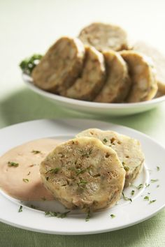 Ingredience: houska 200 gramů (z předešlého dne), máslo 120 gramů, vejce 2 kusy, žloutek 2 kusy, mléko 4 lžíce, strouhanka 3 lžíce, mouka pšeničná hrubá 3 lžíce, petržel hladkolistá 2 lžíce (nasekaná), sůl. Cooking, Ethnic Recipes, Food, Cuisine, Kochen, Essen, Yemek, Cook, Eten