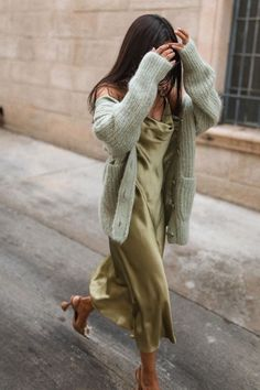 Casual Outfits 318700111134895497 - Slip dresses & skirts are effortless way to stay chic this season – Outfitting Ideas Source by Spring Summer Fashion, Spring Outfits, Autumn Fashion, Mode Outfits, Casual Outfits, Fashion Outfits, Workwear Fashion, Fashion Hacks, Fashion Quotes