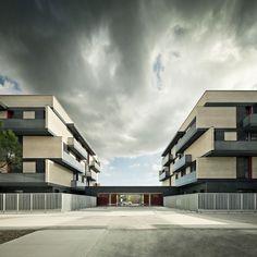 MIRAG Millet Ramoneda > Vivienda social en Sentmenat. 91 apartamentos. > Vista de la entrada al conjunto desde el patio común