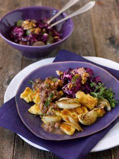 Zwiebelkratzede mit Speck und Rotkrautsalat (Heft: November 2013) Foto © Maike Jessen für ARD Buffet Magazin/burdafood.net