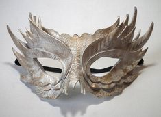 Feather Mask White with Gold Highlights Handmade Leather Wedding Masquerade Owl Mask, Bird Masks, Clay Masks, Masquarade Mask, Fancy Dress Masks, Feather Mask, Maquillage Halloween, White Feathers, Masquerade Ball