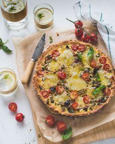 Heerlijke mediterraanse quiche boordevol groenten zoals aubergine, courgette en paprika.. quiche ratatouille dus! Lacto Ovo Vegetarian Recipe, Vegan Recipes, Ratatouille, Savoury Baking, Quiche Recipes, Recipe Link, Vegan Dinners, Vegetable Pizza