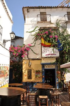 I loved this gorgeous square in Marbella Places Around The World, The Places Youll Go, Places To Visit, Around The Worlds, Marbella Malaga, Marbella Spain, Malaga Spain, Beaux Villages, Spain Travel