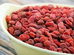 Dica: frutinha vermelha ajuda a chapar a barriga e a emagrecer até 2 kg por semana. Parece uva passa, mas não é! É a Goji berry. Conheça: http://r7.com/lnWT