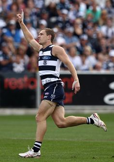 Joel Selwood Photos - Joel Selwood of the Cats celebrates kicking a goal during the round four AFL match between the Geelong Cats and the Richmond Tigers at Simonds Stadium on April 2012 in Geelong, Australia. - AFL Rd 4 - Geelong v Richmond Australian Football League, Rugby Sport, World Rugby, Rugby Players, Men In Uniform, Great Team, True Friends, Physique, Holiday Ideas