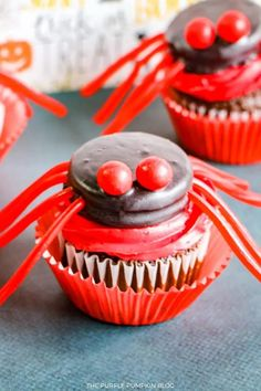 These Red Spider Cupcakes are fun to make and the kiddos will love helping out! Store-bought cupcakes are topped with red frosting and spiders made with Oreo cookies and candies. A plateful of these for the Halloween dessert table will look awesome! #HalloweenCupcakes #ThePurplePumpkinBlog Halloween Dessert Table, Halloween Party Drinks, Halloween Desserts, Halloween Cupcakes, Cupcake Recipes From Scratch, Dessert Recipes For Kids, Candy Wafers, Spider Cupcakes, Frosting Tips