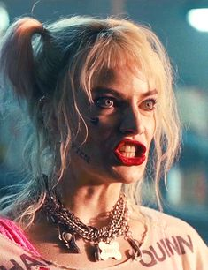 "📽️📱 Scenes From The Movie "" Bird's Of Prey"" 📽️ Margot Robbie is Our Harley Quinn 📸📽️ Arlequina Margot Robbie, Margo Robbie, Margot Robbie Harley Quinn, Harley Quinn Comic, Joker And Harley Quinn, Arabic Baby Girl Names, Harey Quinn, Harley Quinn Drawing, Univers Dc"