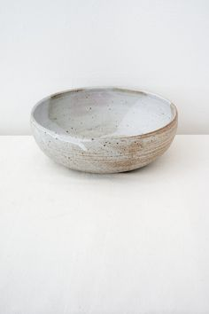 Colleen Hennessey Bowl no. Kitchen Things, Glass Dishes, Large Bowl, Serving Dishes, No Cook Meals, Stoneware, Decorative Bowls, Minimalism, Porcelain