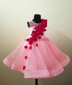 baby design Baby Frocks Party Wear, Baby Girl Party Dresses, Wedding Dresses For Girls, Little Girl Dresses, Baby Dress, Baby Frock Pattern, Baby Girl Dress Patterns, Kids Dress Wear, Kids Gown