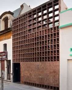 Brick House, Ventura Virzi arquitectos, Buenos Aires, Argentina, 2013  Photo by Federico Kulekdjian, Courtesy of Ventura Vizi
