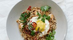Stir-Fried Grains with Shrimp and Eggs: Make extra grains on Sunday and use them for this lightning-quick weeknight dinner. Egg Recipes, Shrimp Recipes, Asian Recipes, Dinner Recipes, Cooking Recipes, Healthy Recipes, Ethnic Recipes, Healthy Meals, Alkaline Recipes