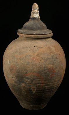 Urne HAN  Urne funéraire à beaux restes de pigments polychromes posés à froid