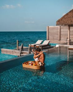 Which of the ultimate luxury resorts in the Maldives you can book on points is the best? It's a battle between the Waldorf Astoria, the St Regis, the InterContinental and Raffles! Best Resorts In Maldives, Maldives Vacation, Maldives Resort, Maldives Beach, Honeymoon In The Maldives, Best Honeymoon Resorts, Beach Honeymoon Destinations, Italy Honeymoon, Vacation Places